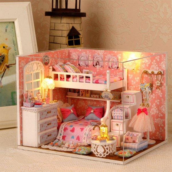 Роскошный кукольный дом со светом в подарок дочке (12x15x21 см)