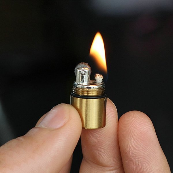 Мини зажигалка (3 цвета, 3*1,3 см)