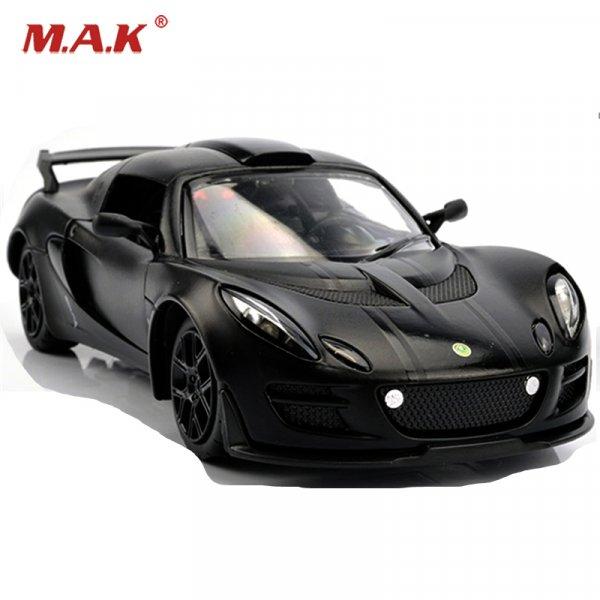 Шикарную машину Lotus  (1 к 32) приятно получить в подарок