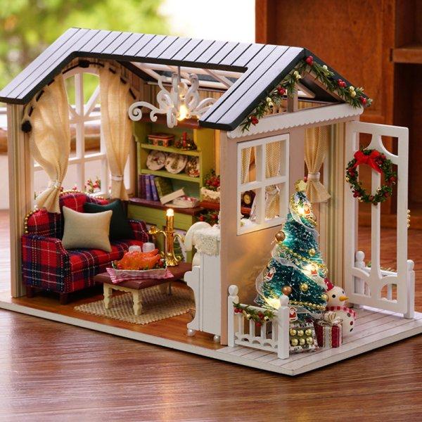 Домик для куклы Рождество удивит любую девочку